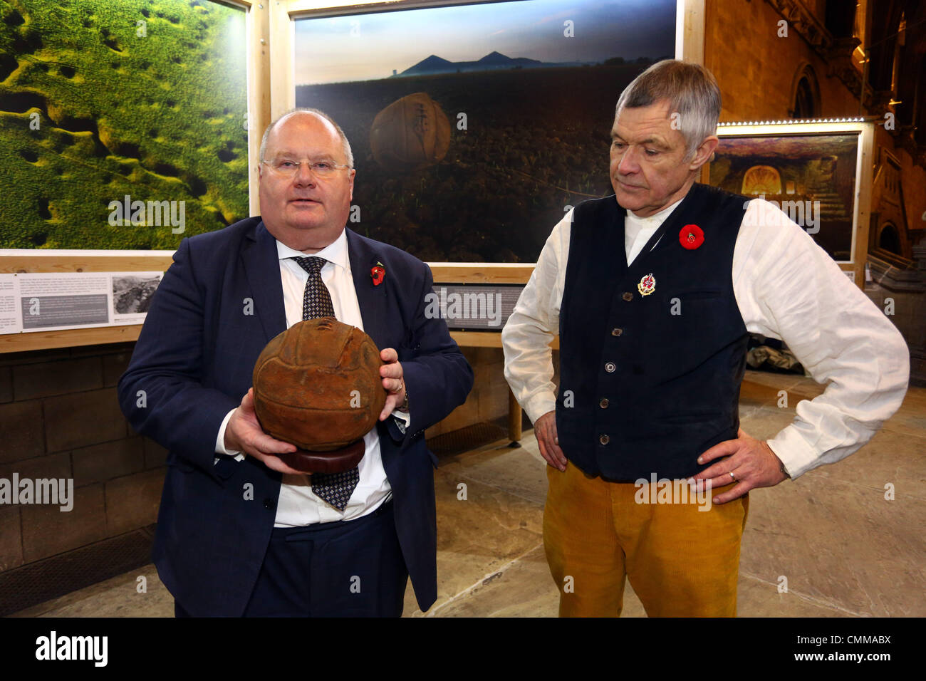 London, UK. 5th November 2013. Photographer Mike St. Maur Sheil with the Rt Hon Eric Pickles MP, Secretary of State Stock Photo