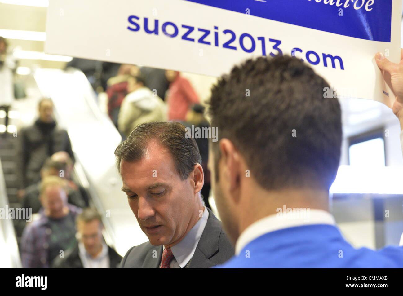 Manhattan, New York, U.S. 4th November 2013. TOM SUOZZI, Democratic candidate for Nassau County Executive, (center - Stock Image