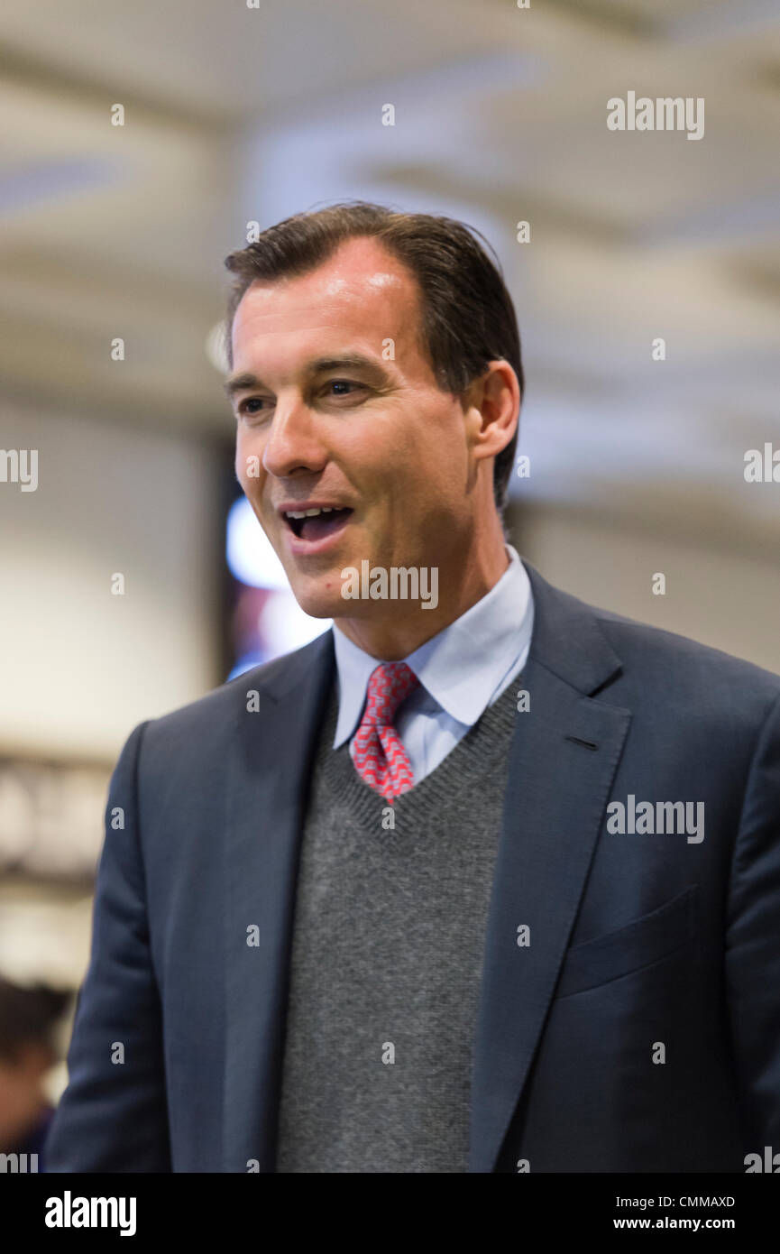 Manhattan, New York, U.S. 4th November 2013. TOM SUOZZI, Democratic candidate for Nassau County Executive, meets Stock Photo