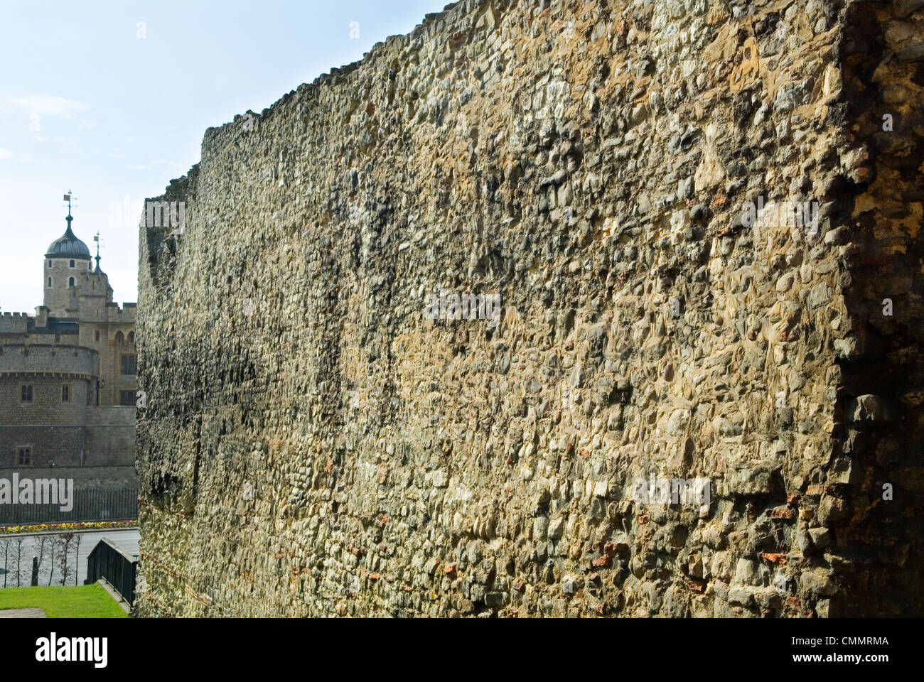 London Wall. At Tower Hill, Tower of London in background. London Uk HOMER SYKES - Stock Image