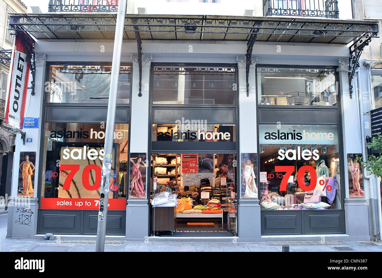 e4ab86560a Shopping Abroad Stock Photos   Shopping Abroad Stock Images - Alamy