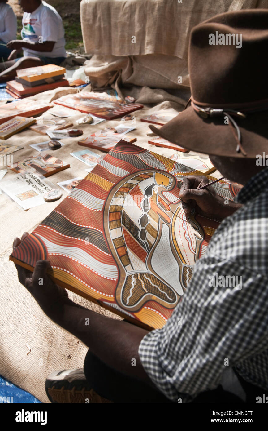 Indigenous man painting traditional artwork. Cooktown, Queensland, Australia - Stock Image