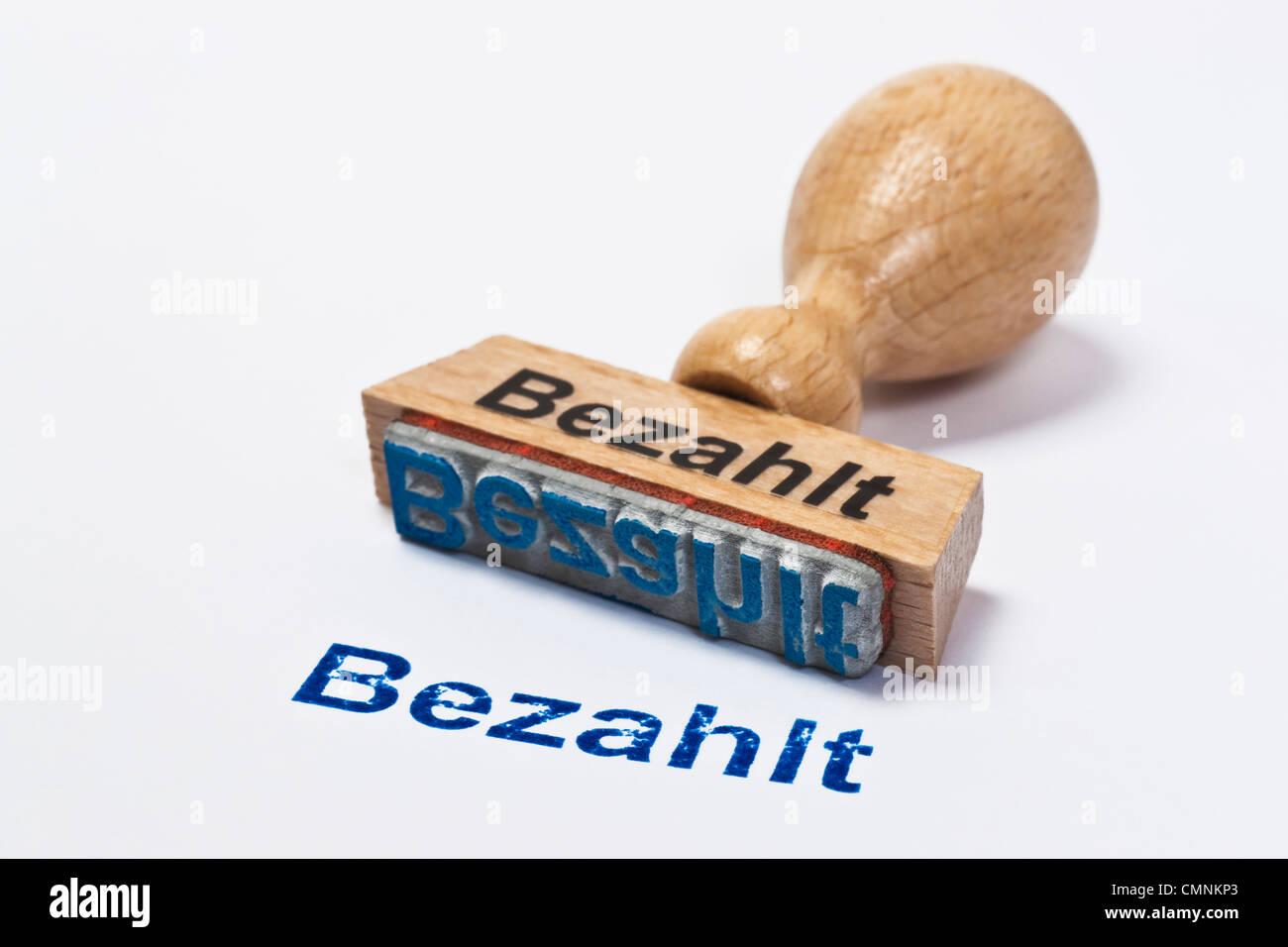 Detailansicht eines Stempels mit der Aufschrift Bezahlt   Detail photo of a stamp with inscription in German paid - Stock Image