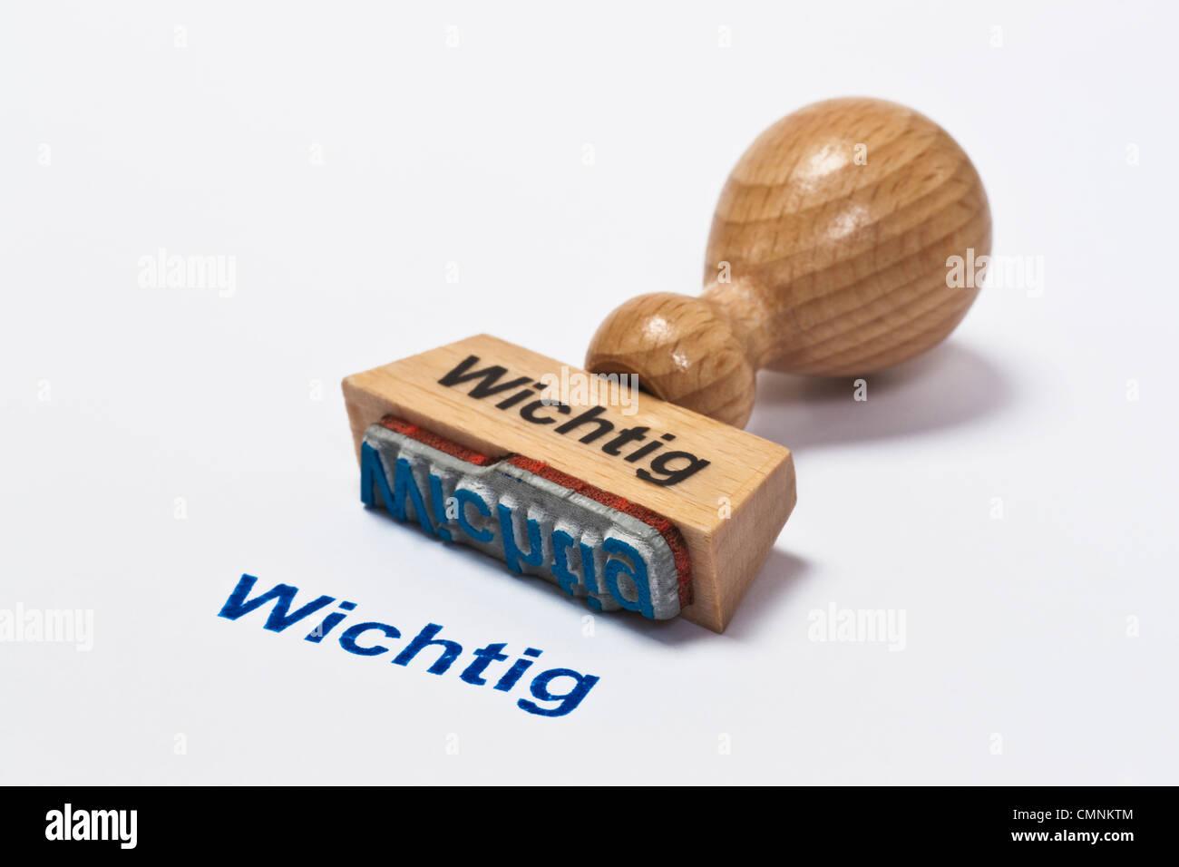 Detailansicht eines Stempels mit der Aufschrift Wichtig   Detail photo of a stamp with inscription in German important - Stock Image