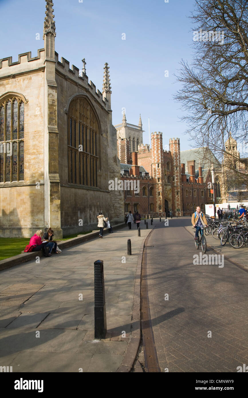 Student cycling past colleges on Trinity Street, Cambridge, England - Stock Image