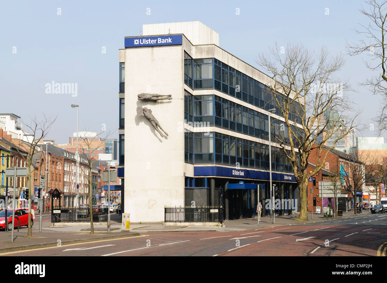 The famous Ulster Bank Building at Shaftesbury Square, Belfast with 'Flying Figures' sculptures by Dame - Stock Image