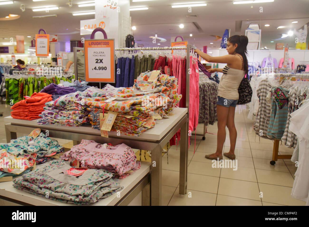 82849c5ba Chile Arica Paseo Peatonal 21 de Mayo Liquidatodo shopping outlet store  clothing clothes women's apparel fashion retail display