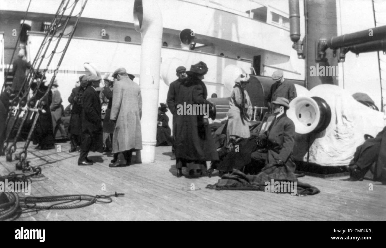 Titanic ship survivors on board the Carpathia - Stock Image
