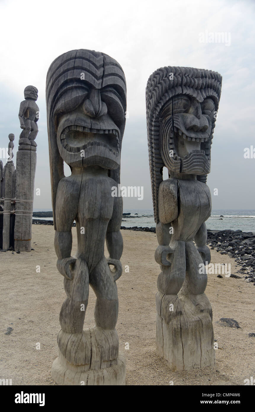 two tikis at the place of refuge, Big Island, Hawaii - Stock Image