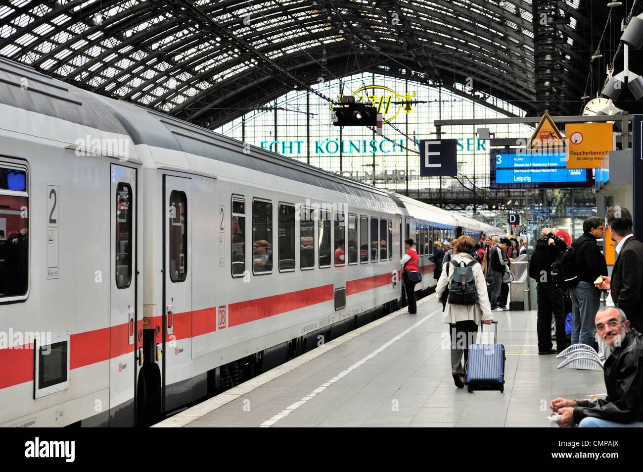 https://c8.alamy.com/comp/CMPAJX/deutsche-bahn-db-high-speed-german-intercity-passenger-train-standing-CMPAJX.jpg