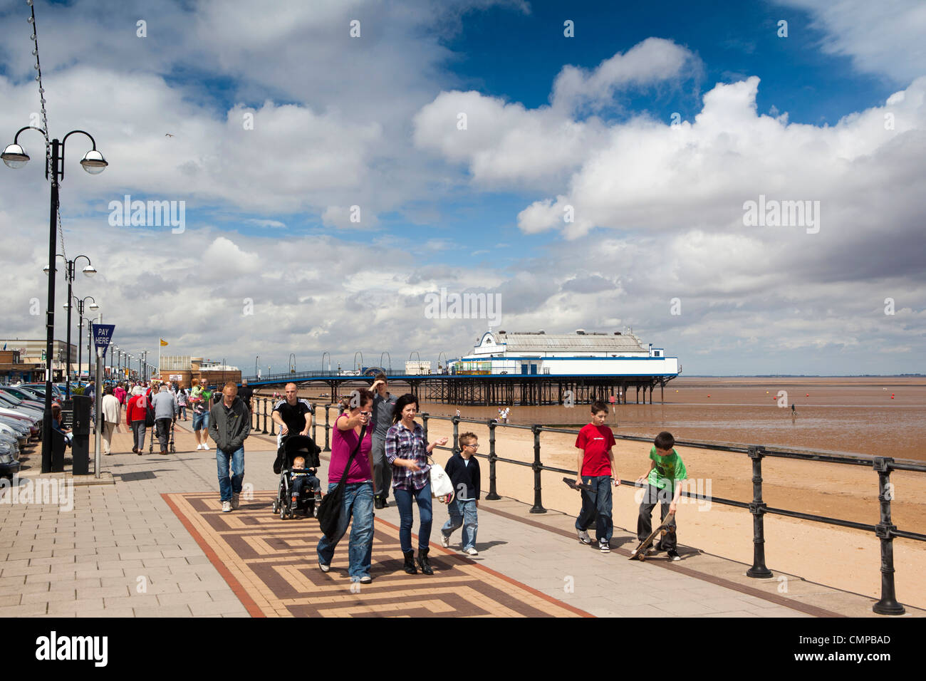 UK, England, Lincolnshire, Cleethorpes, visitors walking on promenade in summer sunshine - Stock Image