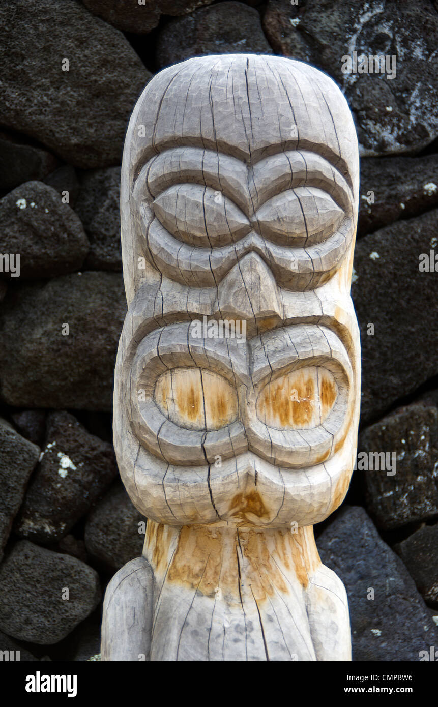 tiki and boulders at the place of refuge, Big Island, Hawaii - Stock Image