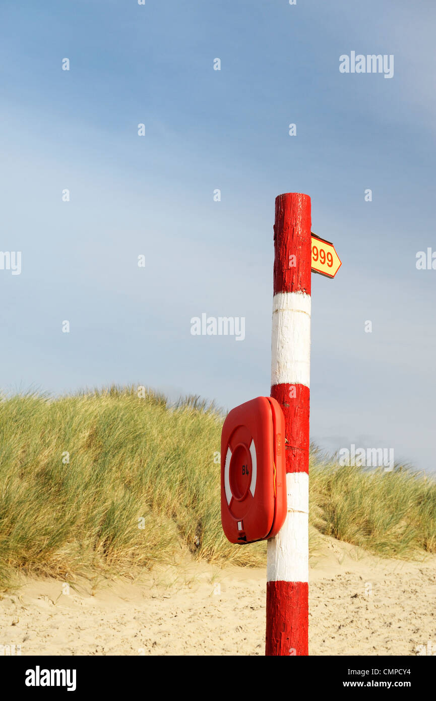 Emergency services 999 telephone call sign. Inshore rescue lifebelt life preserver post on British beach. UK - Stock Image