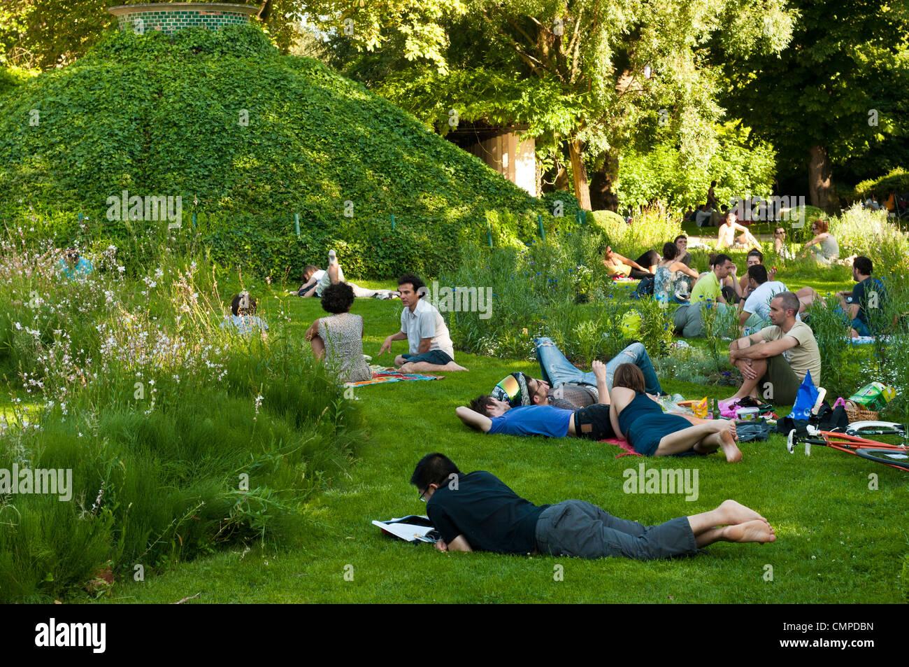 "Bercy Park, ""Paris Rive Gauche"" neighborhood, Paris, France Stock Photo"