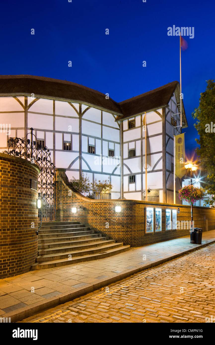 The Globe Theatre at dusk, Bankside, South Bank, London, England, United Kingdom, Europe - Stock Image