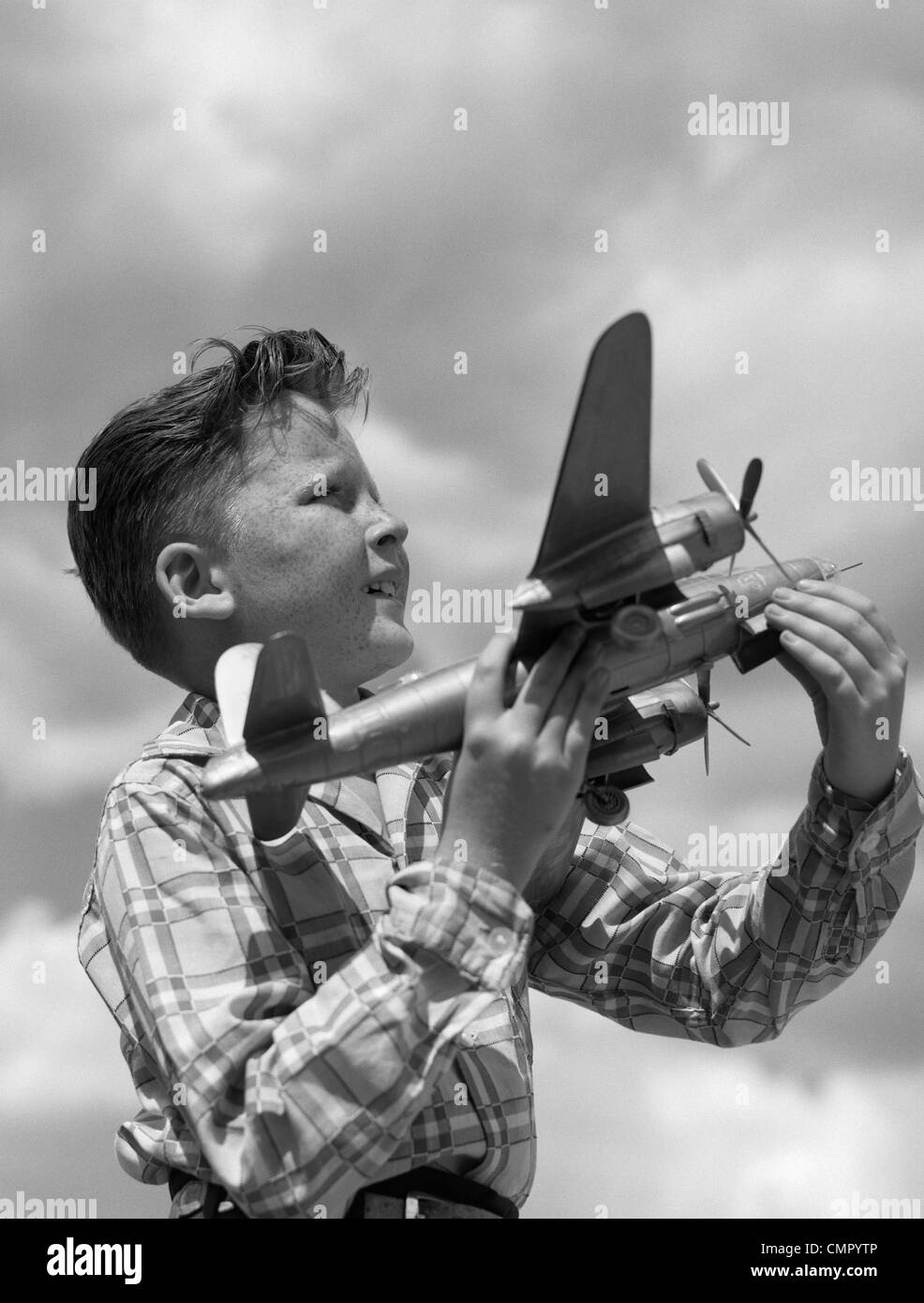 1930s 1940s 1950s PROFILE FRECKLE-FACED BOY HOLDING MODEL PROPELLER AIRPLANE - Stock Image