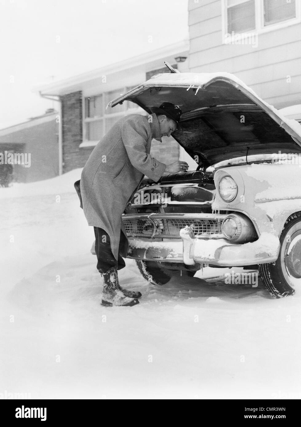 Old Cars Broken Up Cars Snow White Stock Photos & Old Cars Broken Up ...
