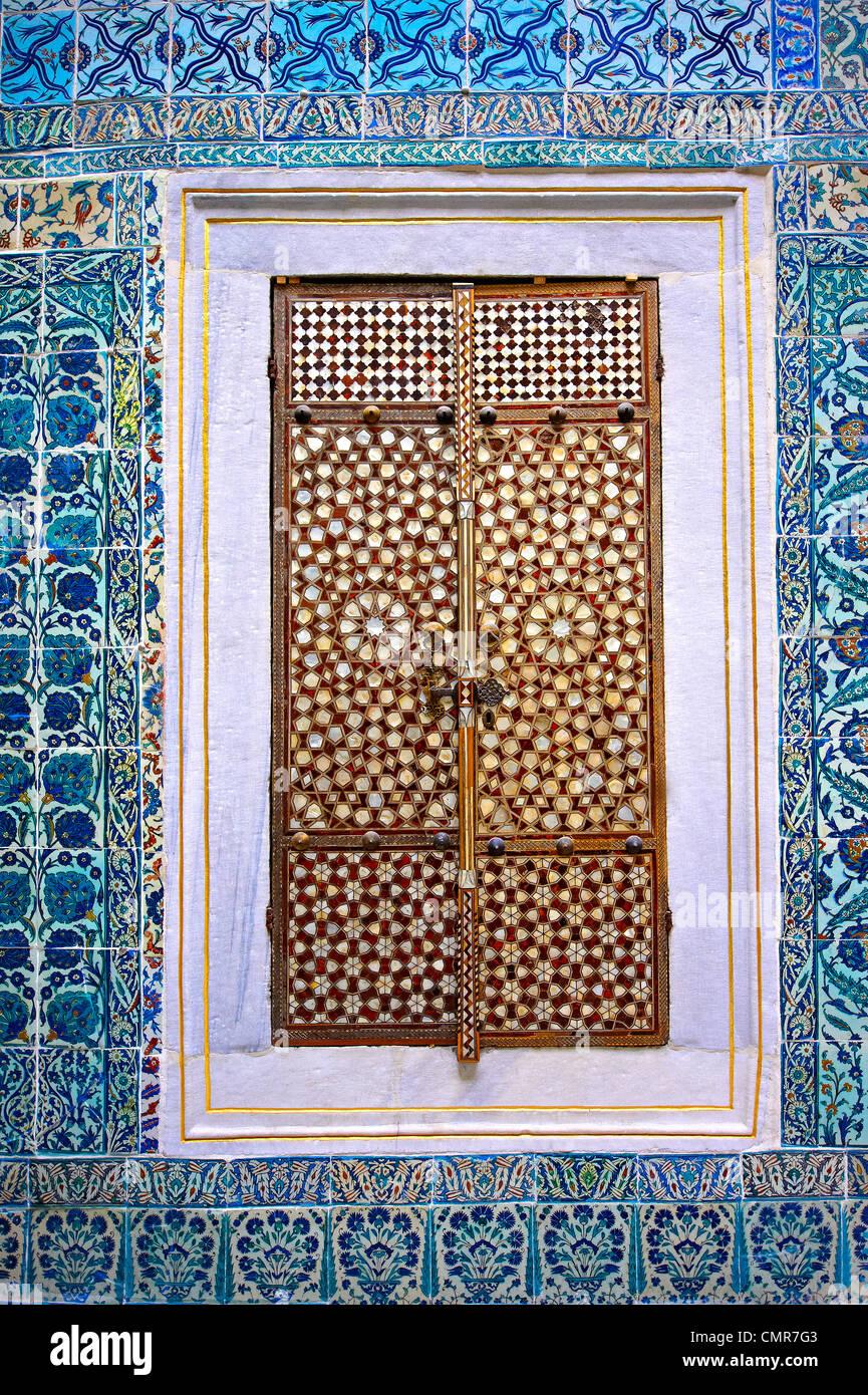 Iznik tiled walls & inlaid cupboard door of the the Harem of the Topkapi Palace, Istanbul, Turkey - Stock Image