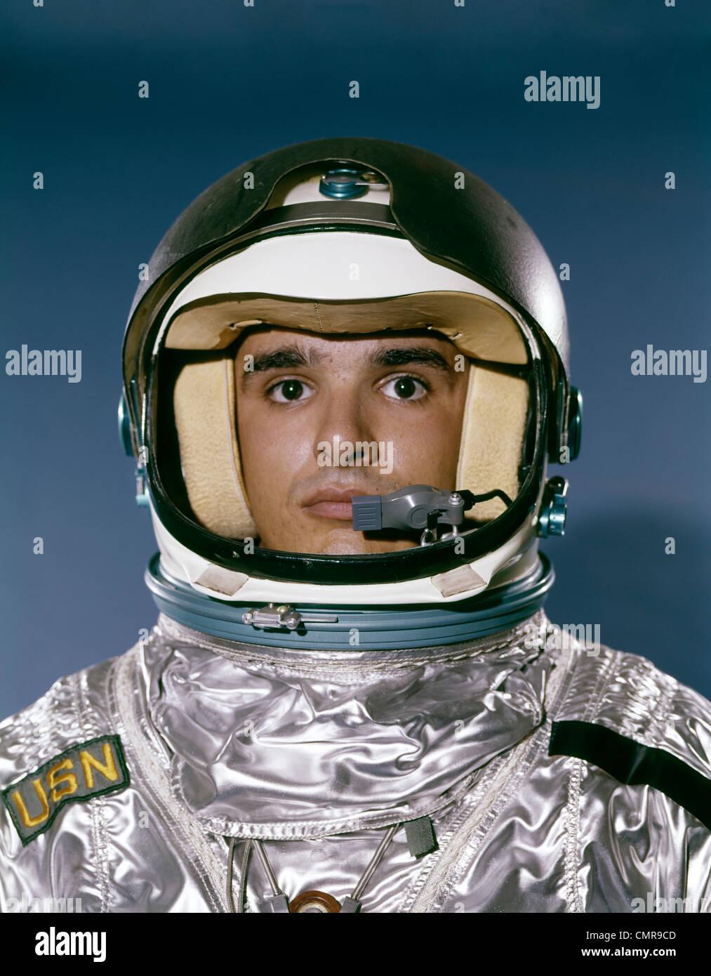 1960s PORTRAIT MAN SPACE SUIT ASTRONAUT - Stock Image