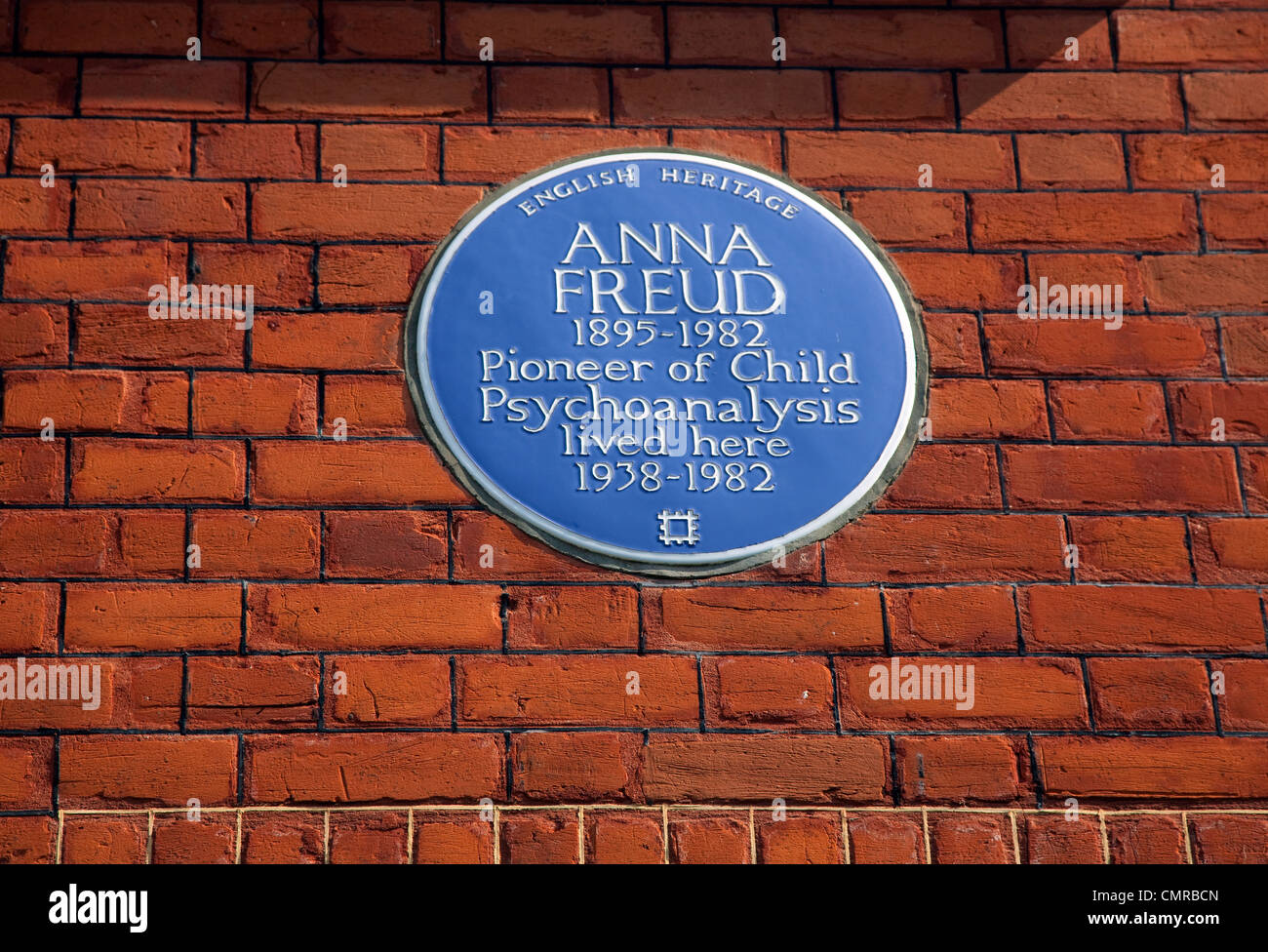 Freud Museum, Hampstead, London - blue plaque for Sigmund Freud's daughter Anna Freud who also lived there - Stock Image