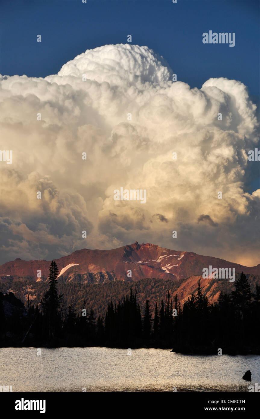 Storm cloud over Chimney Lake in Oregon's Wallowa Mountains. - Stock Image