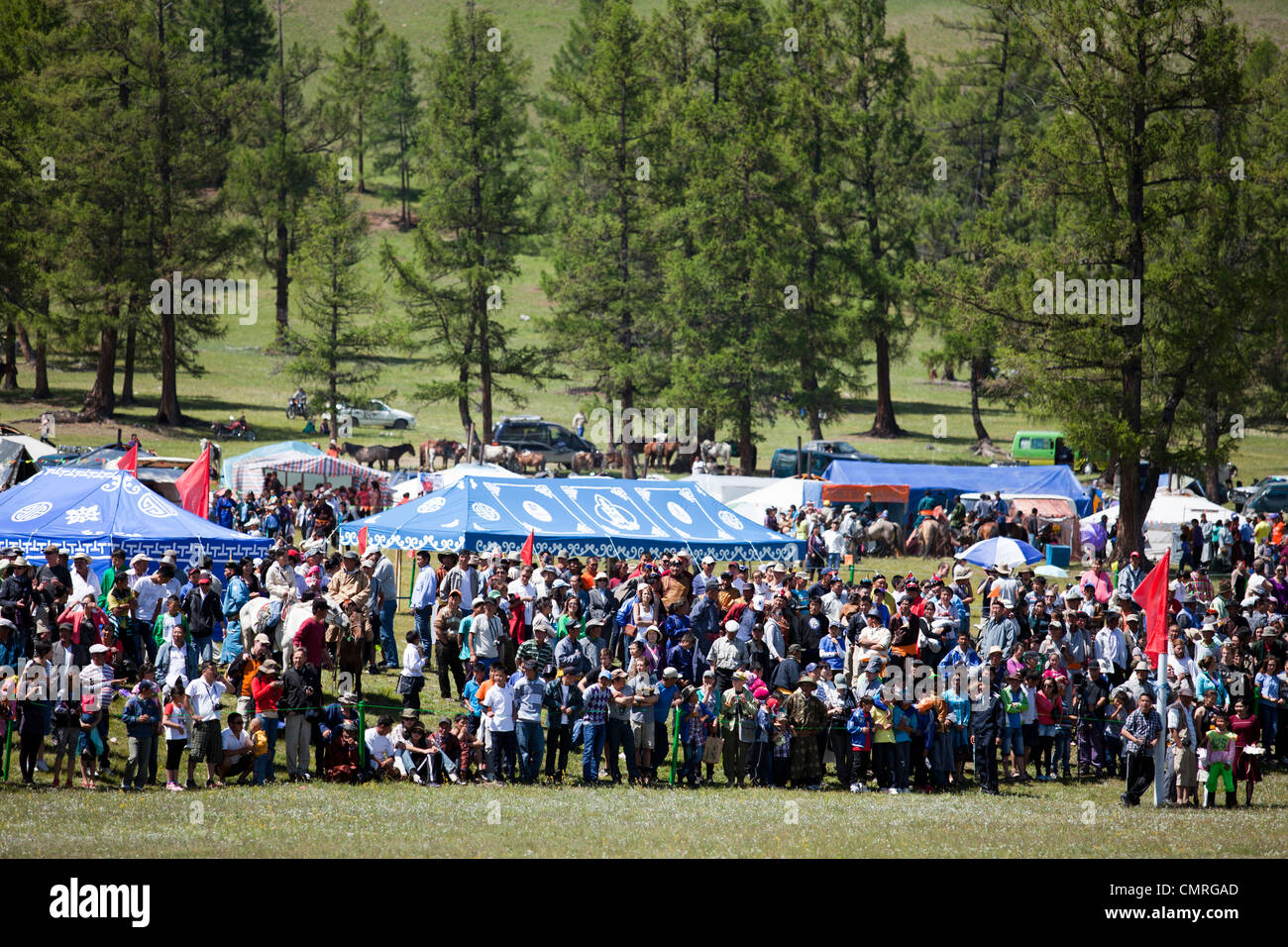 Crowd with people for Naadam festival, Khovsgol, Mongolia - Stock Image