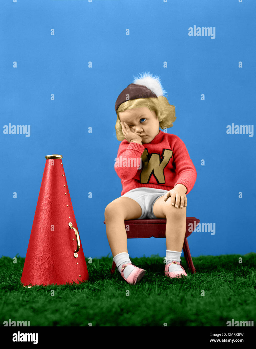 1940s CHEERLEADER WEARING CAP VARISTY SWEATER WITH LETTER W SAD FRUSTRATED FACIAL EXPRESSION - Stock Image