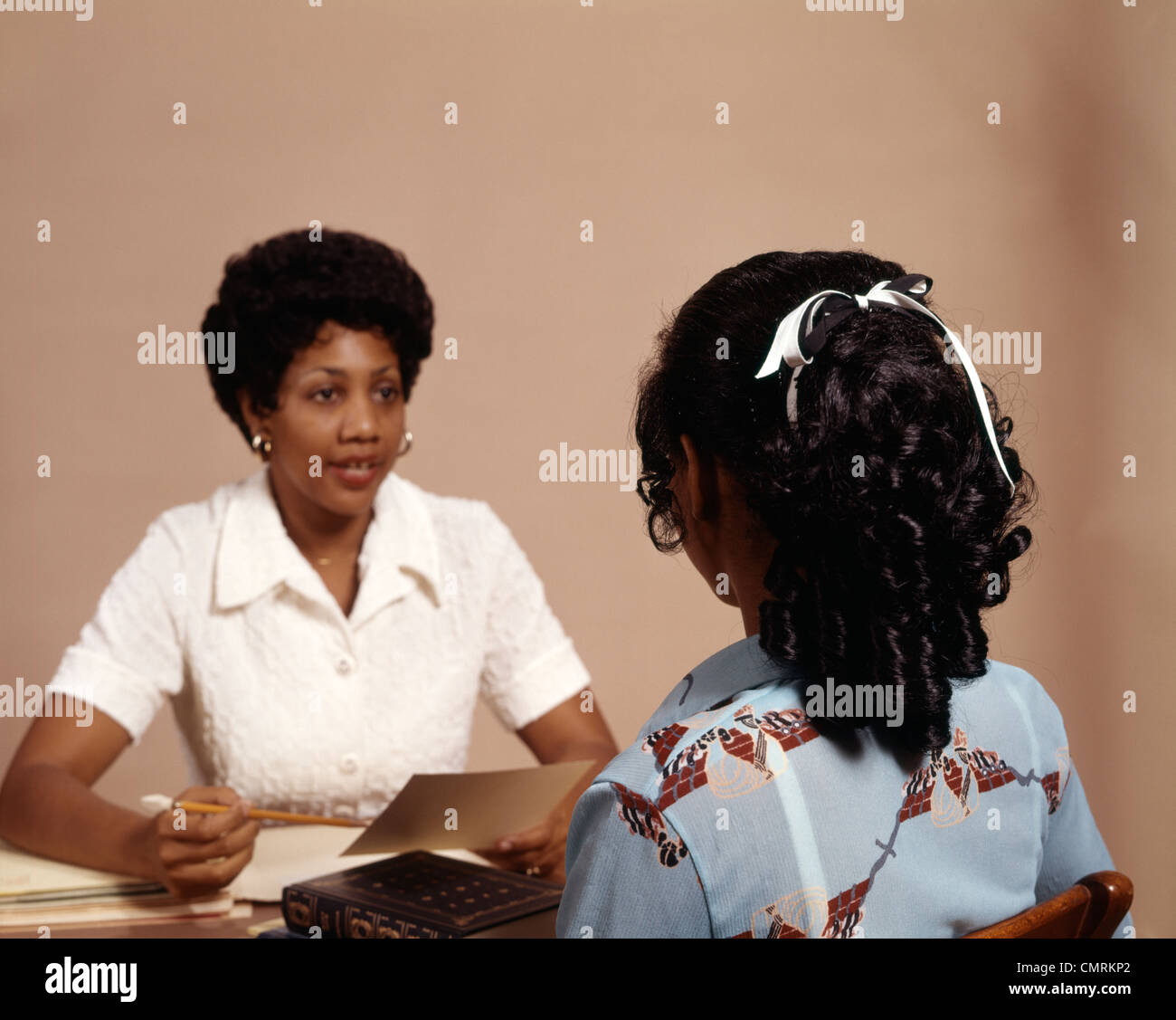 1970 1970s RETRO AFRICAN AMERICAN BLACK NURSE QUESTION INTERVIEW - Stock Image