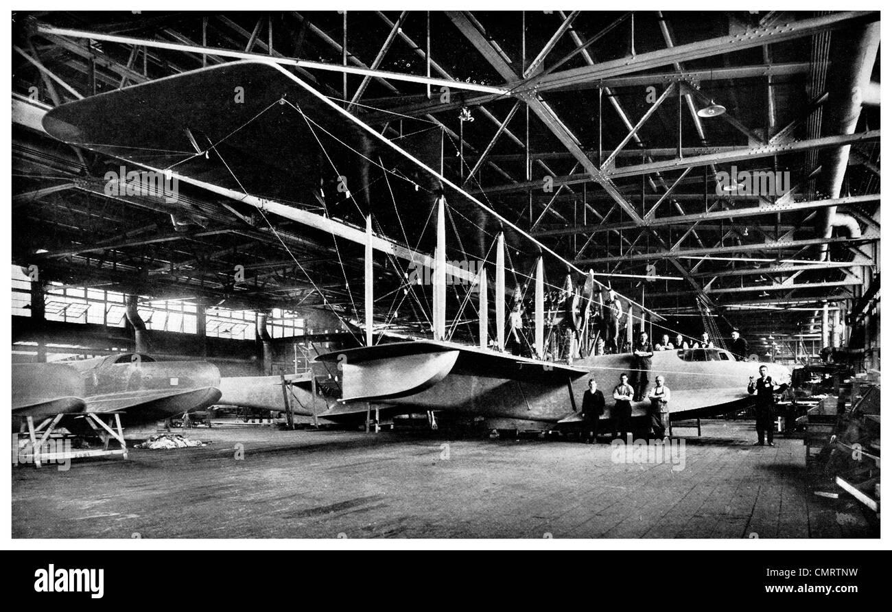 1918 American Hydro airplane flying boat biplane hanger - Stock Image