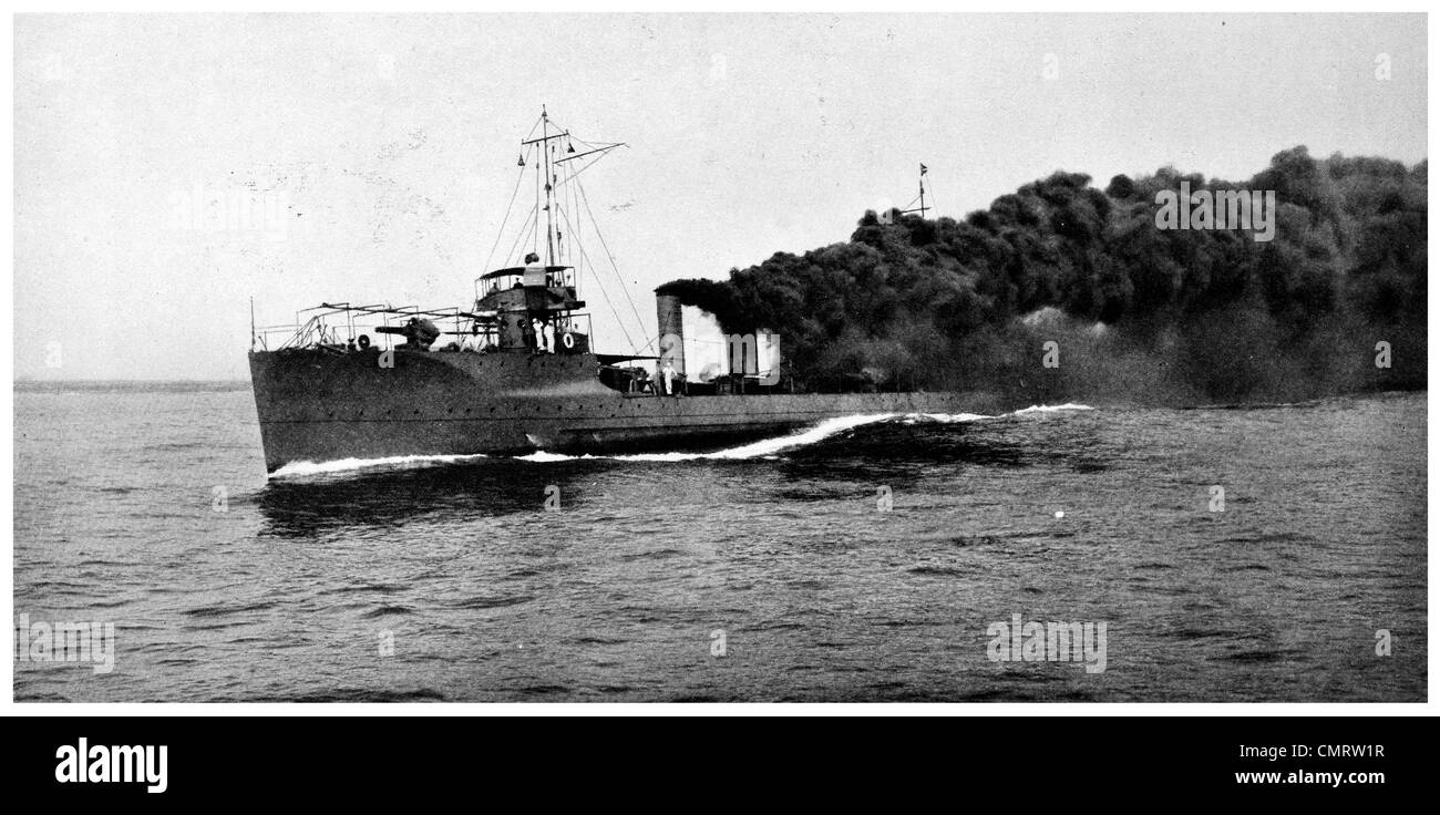 1918 Camouflage Destroyer smoke screen convoy warship merchant vessel war zone - Stock Image