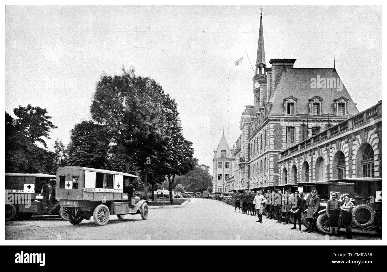 1918 American Military Hospital No 1 Ambulance fleet front line injured soldiers - Stock Image
