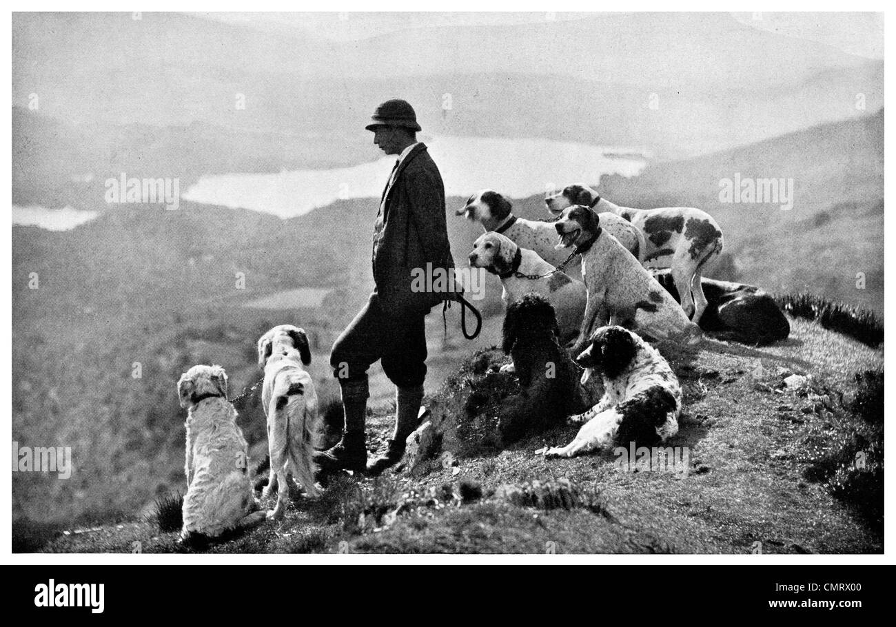 1919  Game Keeper Aberfoyle Scotland hunting hounds - Stock Image