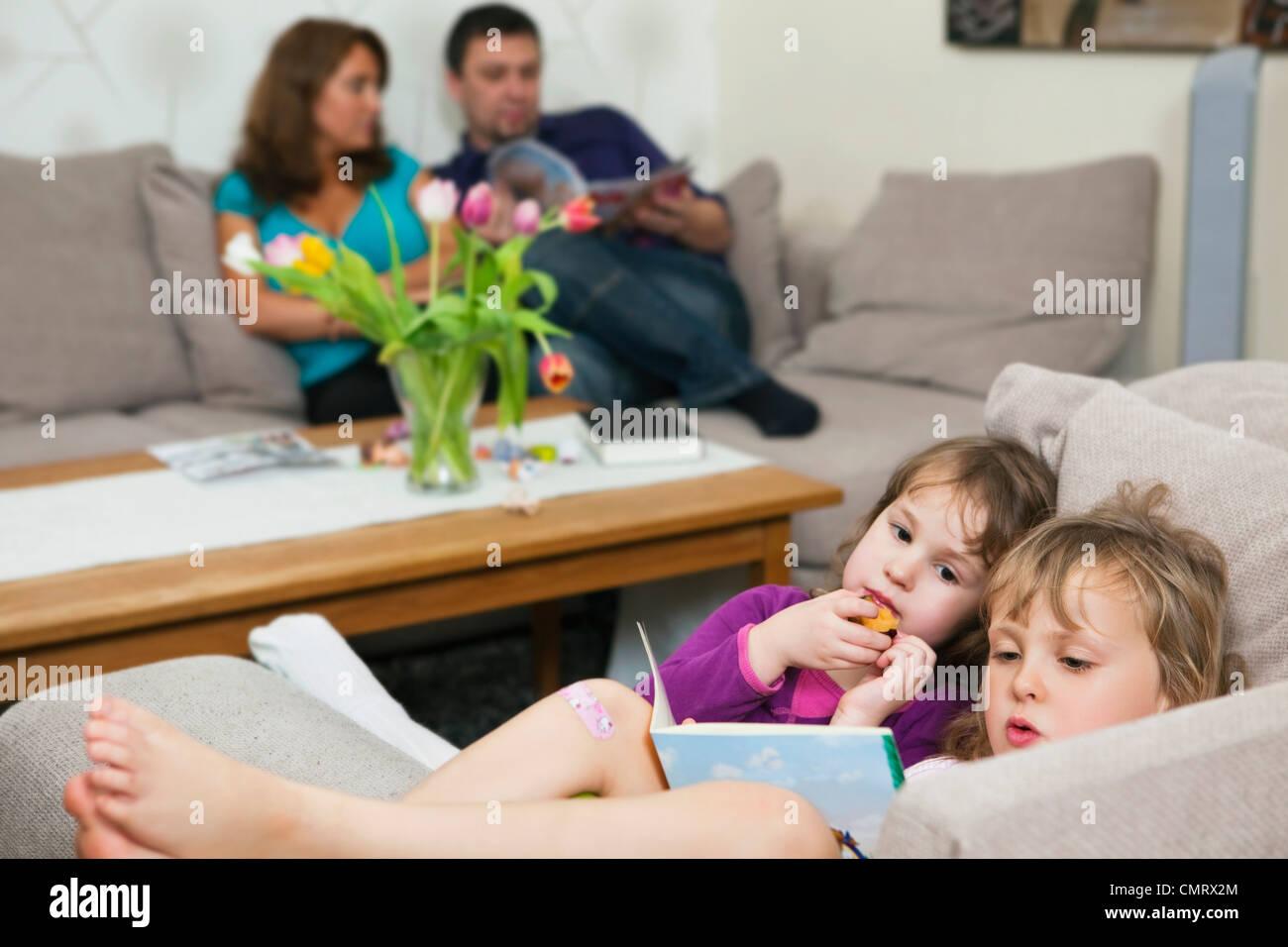 Family in livingroom - Stock Image