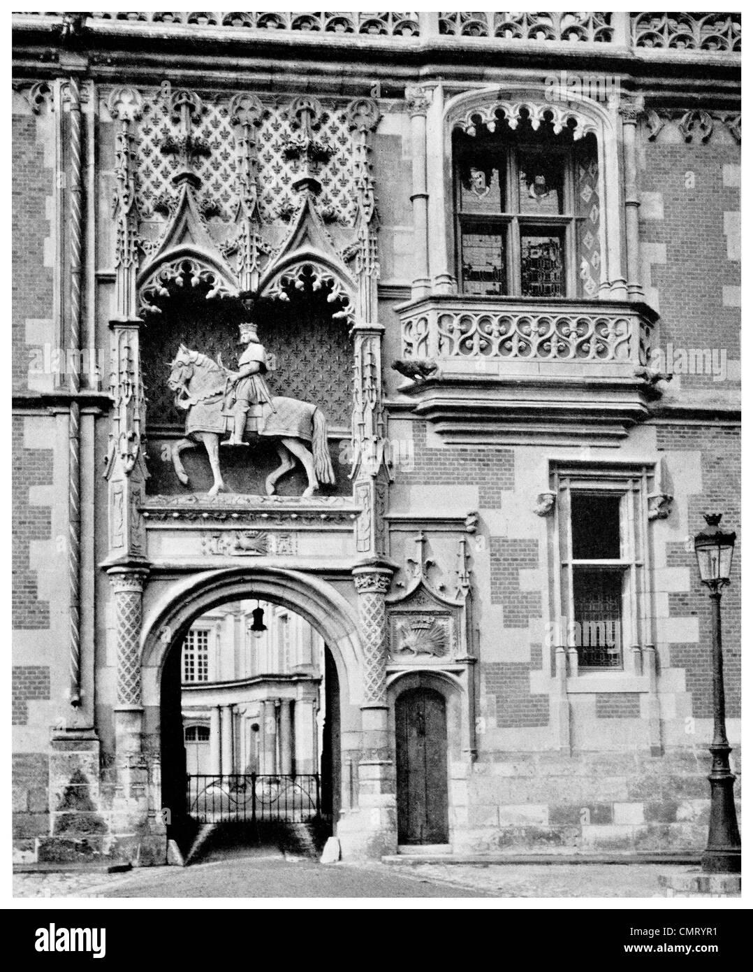 1923 Chateau of Blois entrance Loir-et-Cher département  Loire Valley France - Stock Image