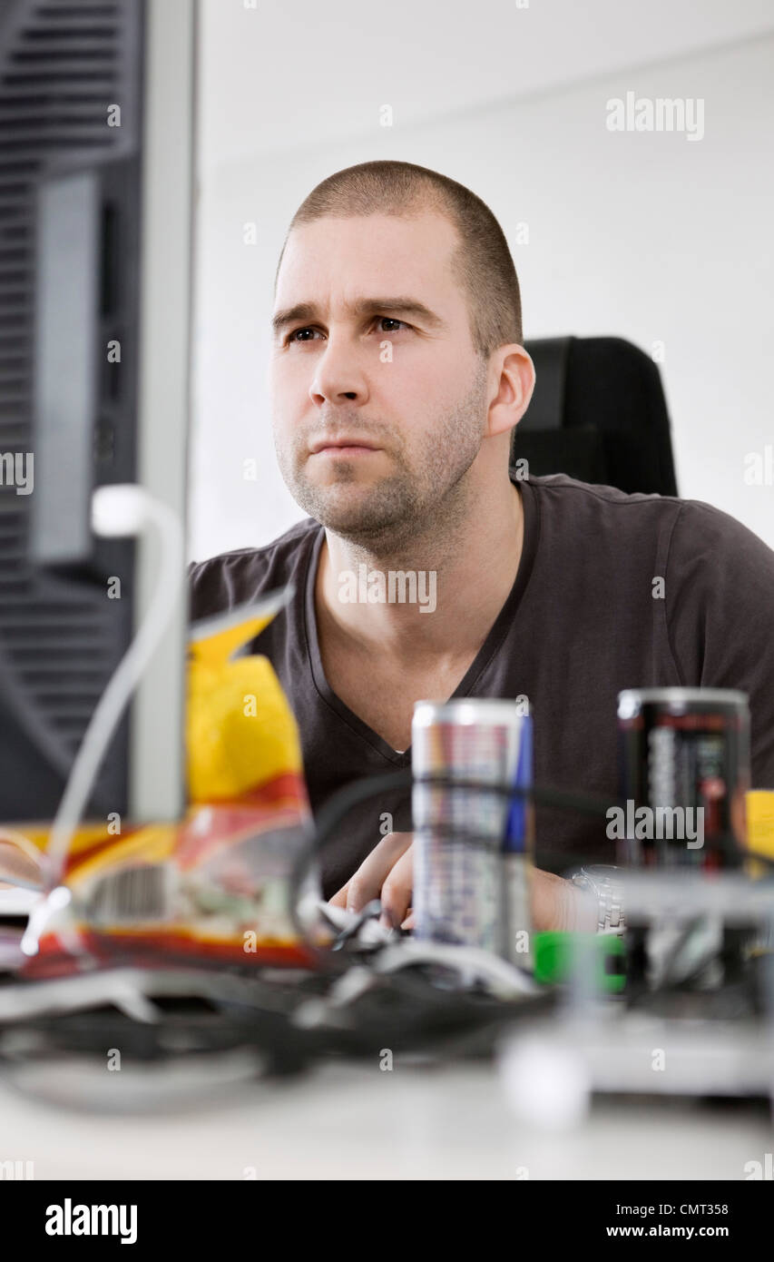 Concentrated man by the computer - Stock Image