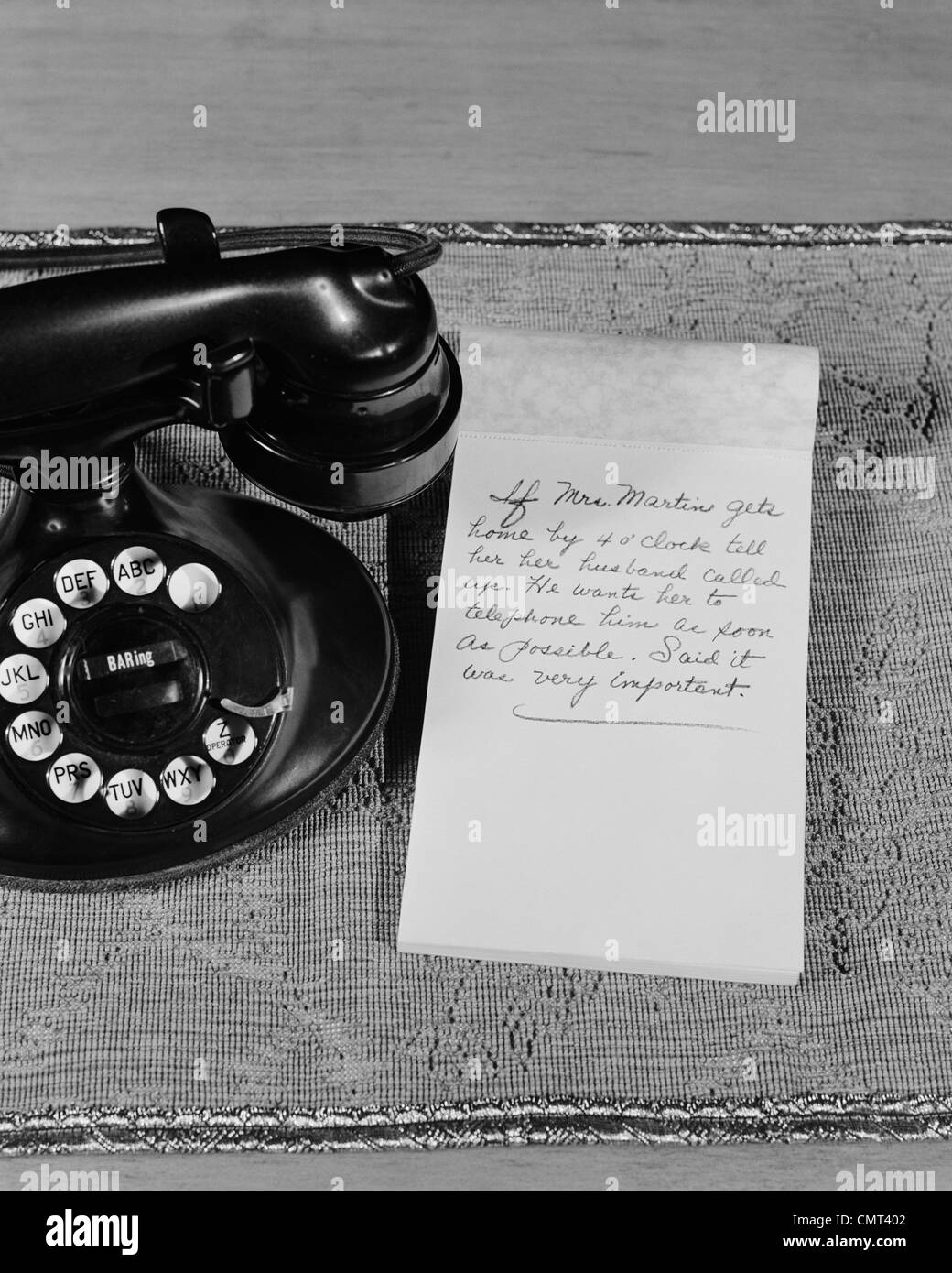 1930s 1940s ROTARY TELEPHONE NOTE PAD WITH PHONE MESSAGE - Stock Image
