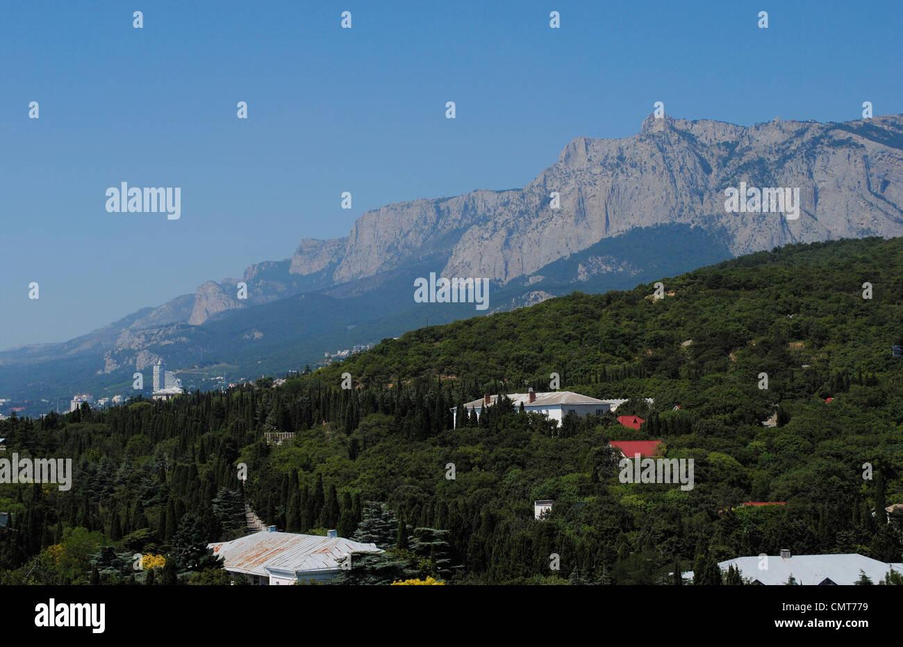 Ukraine. Autonomous Republic of Crimea. Crimean Mountains with Ai-Petri peak in the background. - Stock Image