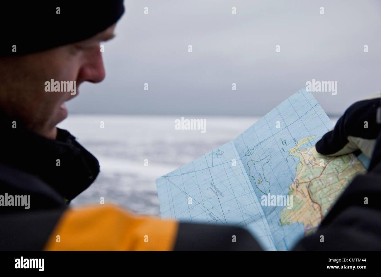 Man looking at map - Stock Image