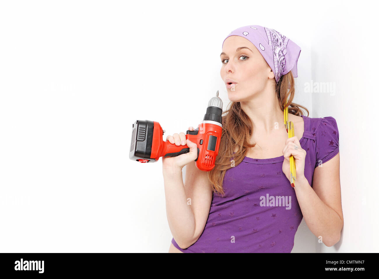 woman with drill doing home improvement - Stock Image