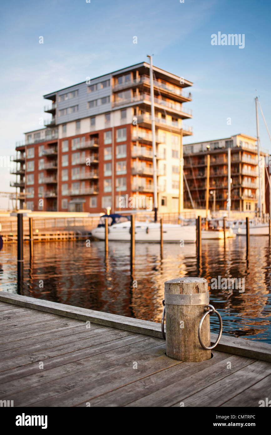 Pier with built structure in the background - Stock Image
