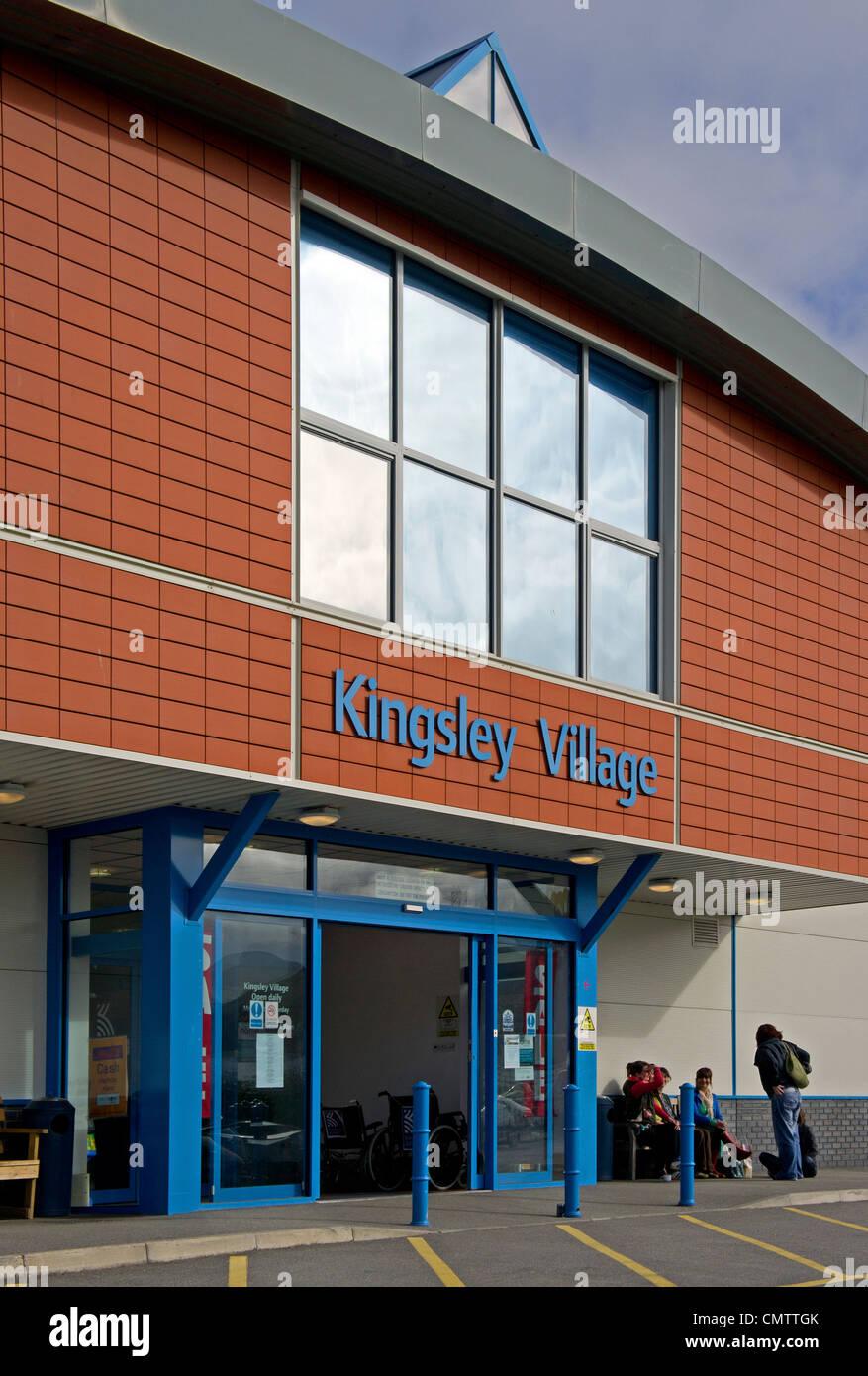 Kingsley village shopping center at Fraddon in Cornwall, UK - Stock Image