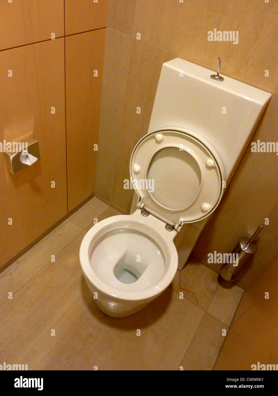Bathroom Bath Toilet Loo Toilets Stock Photos & Bathroom Bath Toilet ...