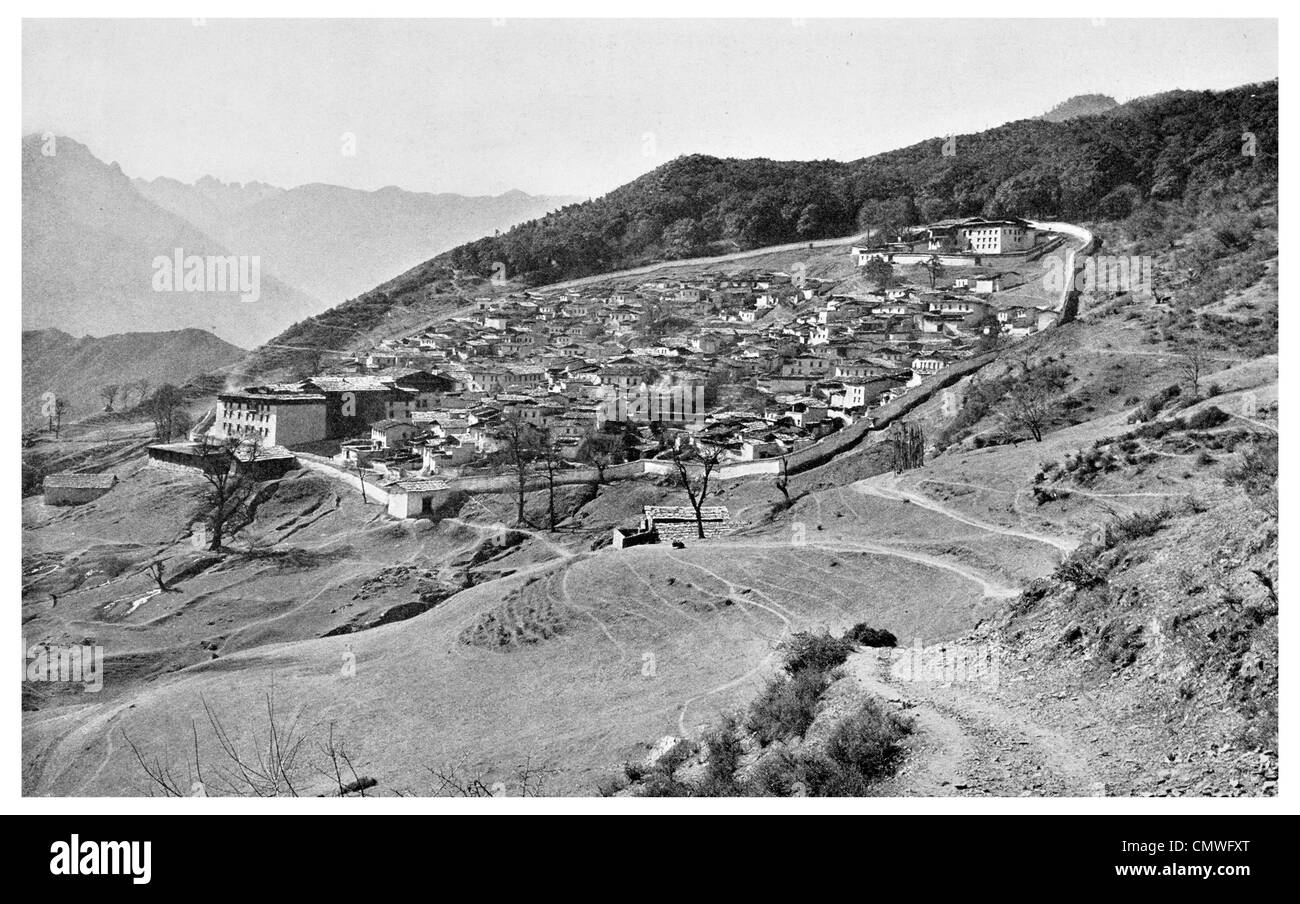 1925 Lami City Muli slopes of mount Mitzuga Litang Rivers sacred shrine kings palace - Stock Image