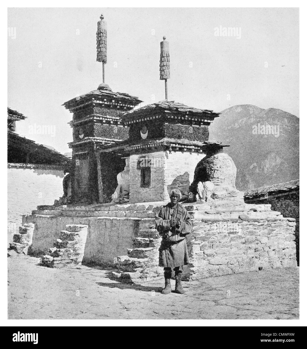 1925 Chimney Palace of Muli Villager Yellow hat Lama - Stock Image
