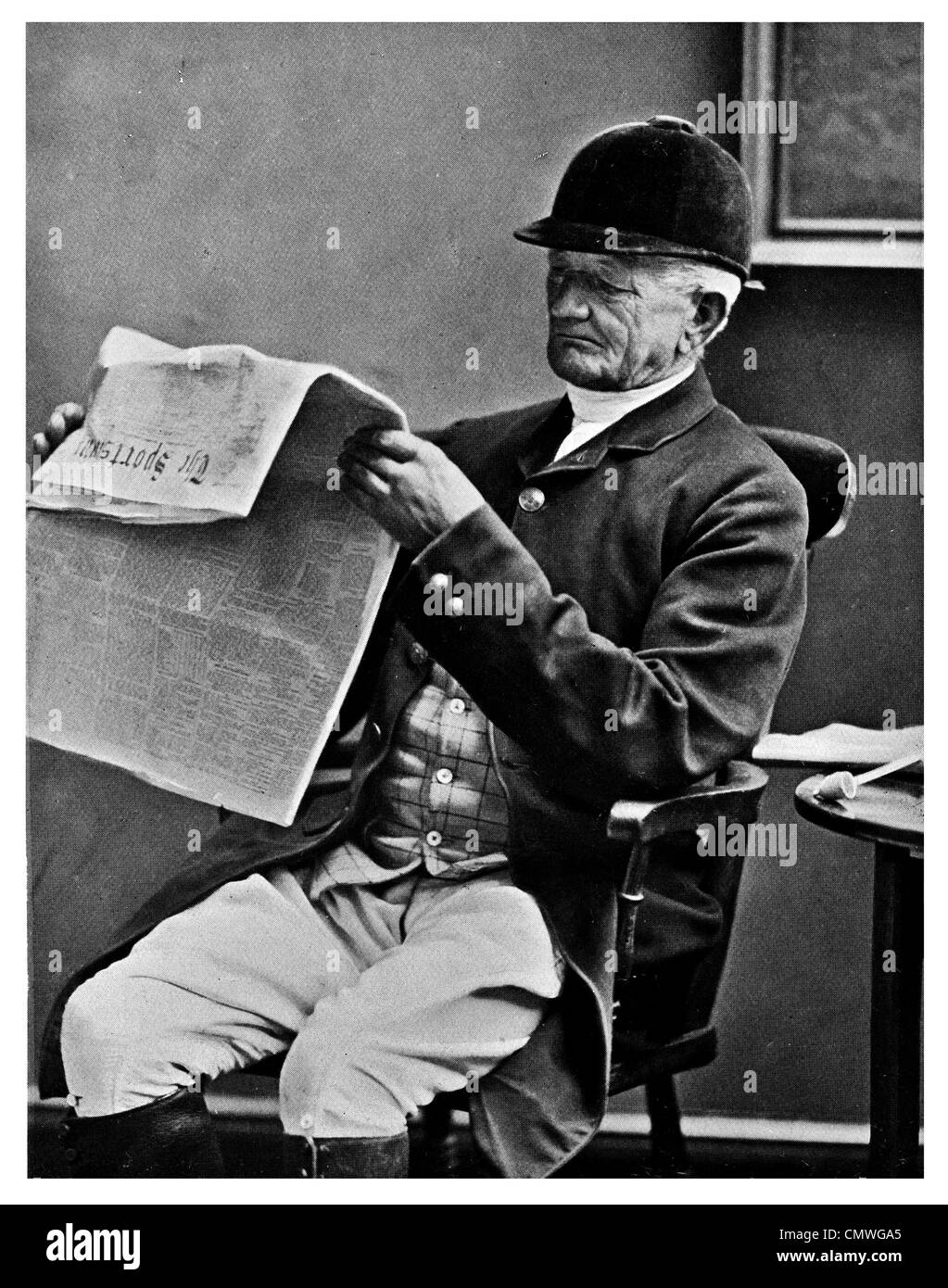 1905 sportsman fox hunter seated reading newspaper - Stock Image