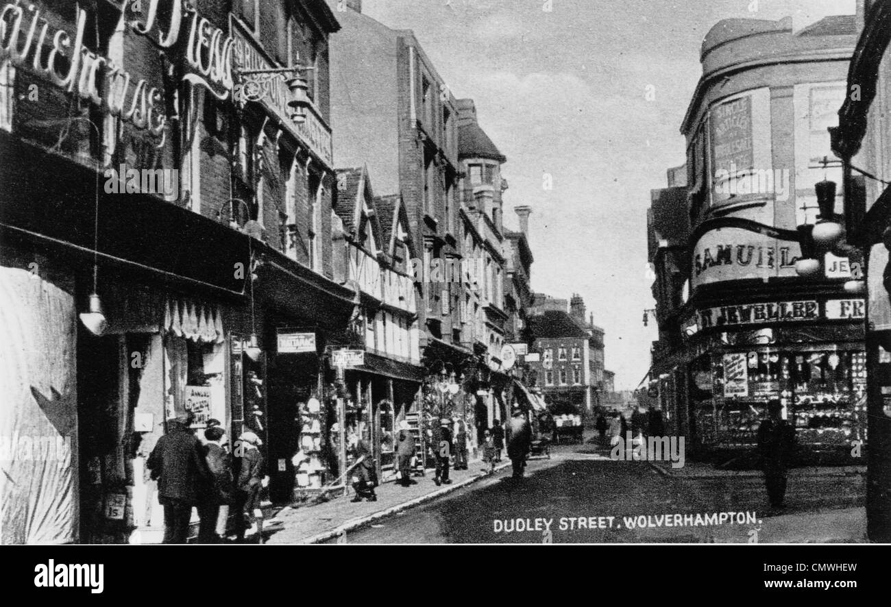 Dudley Street, Wolverhampton, 1920s. Shops include clothiers Buxton & Bonnetts - and Samuel jewellers. - Stock Image