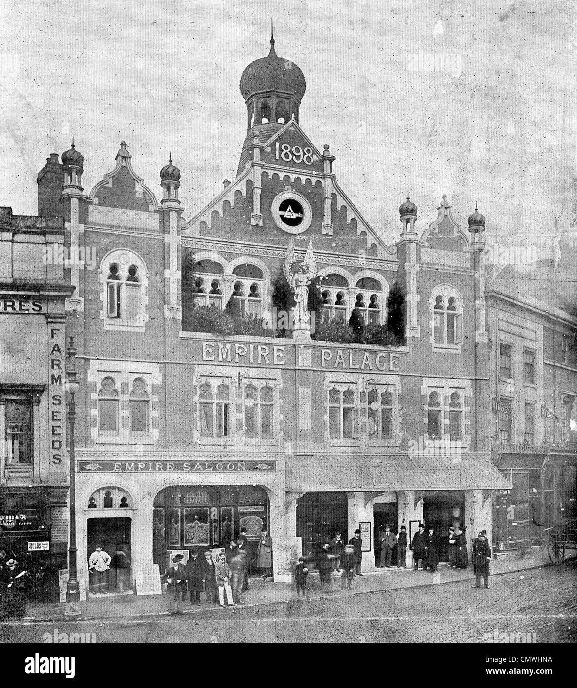 Empire Palace Theatre, Wolverhampton, circa 1910. The image shows the Queen Square frontage of the building, with - Stock Image