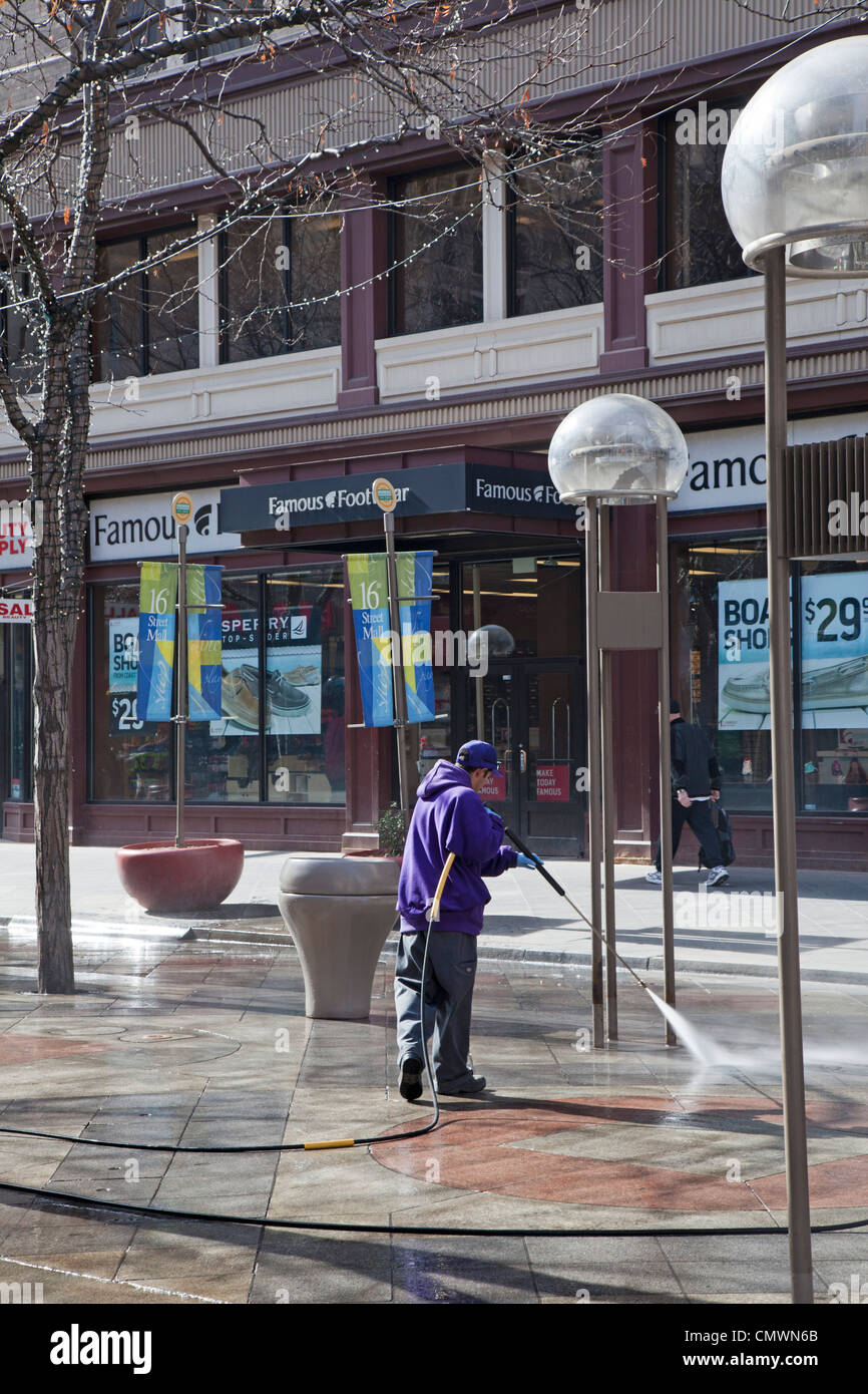 Denver, Colorado - A worker cleans the 16th Street pedestrian mall. - Stock Image