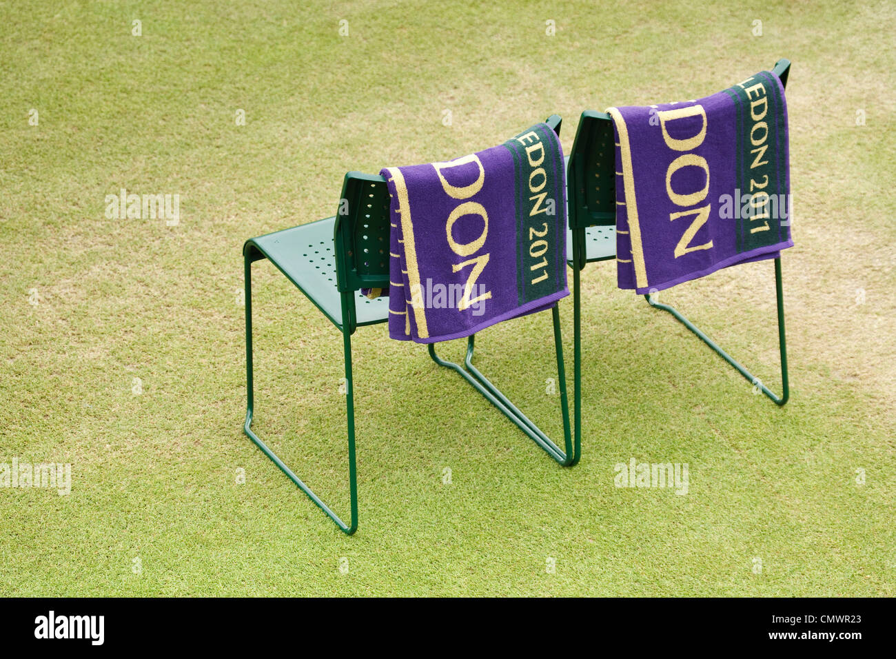 Exceptionnel Wimbledon Players Chairs Beside A Tennis Court At Wimbledon Tennis Club,  England   Stock Image