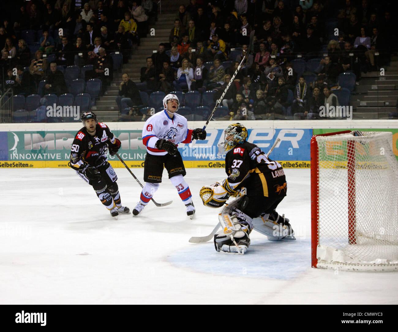 sports, ice hockey, Deutsche Eishockey Liga, 2011/2012, Krefeld Pinguine versus Nuernberg Ice Tigers 1:3, scene - Stock Image